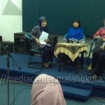 Peserta talkshow Gerbang Desa saat on air di RRI Malang, (26/2).